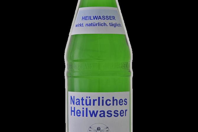 Heilwasserflasche Freisteller