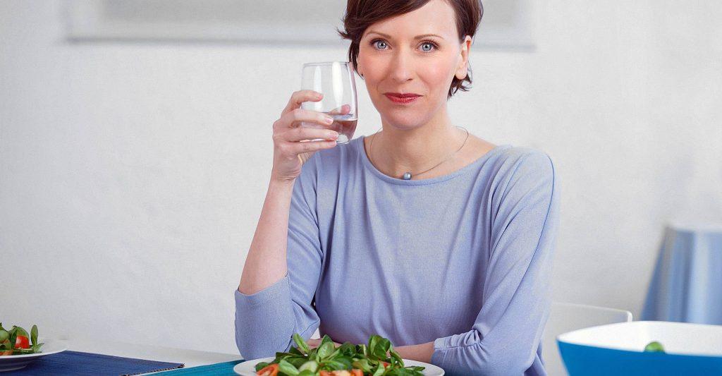 7 Tipps, wie Trinken der Verdauung hilft